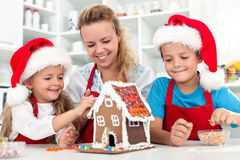 дом gingerbread печенья рождества наша стоковое фото