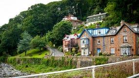 Дом Glenville на банке восточного реки Lyn Стоковое Изображение