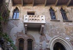 Дом Juliet в Вероне Балкон дома ` s Juliet в Вероне, Италии стоковые изображения