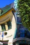 Дом Krzywy Domek нечестный маленький на улице Monte Cassino, Sopot, Польше стоковые изображения rf