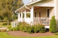 дом landscaped крылечко Стоковая Фотография
