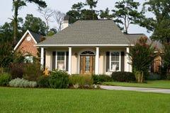 дом landscaped симпатичное Стоковое Изображение