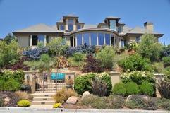 дом landscaped хороший ярд Стоковые Фото