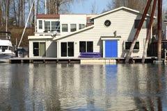 дом portland голубой двери плавая стоковые фотографии rf