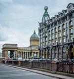 Дом ` s церков и певицы собора Казани в Санкт-Петербурге на канале Griboedov стоковые изображения