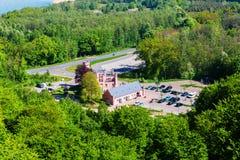 Дом ` s Forester увиденный от башни вахты тропы сени на Ruegen, Германии стоковая фотография