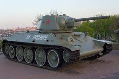 Донецк, Украина - 29-ое,2 апреля - 17: Танк T-34 в экспозиции музея Стоковая Фотография RF