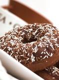 донуты шоколада заморозили кольцо стоковое фото rf