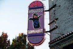 Донуты Voodoo - известный магазин в городском Портленде, Орегоне стоковая фотография rf