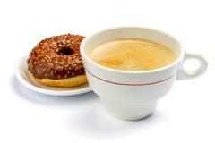 Донут и кофе изолированные на белизне Стоковая Фотография RF