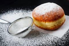 Донут и напудренный сахар Стоковая Фотография