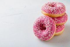 Донут Сладостная еда сахара замороженности Закуска десерта красочная Обслуживание от очень вкусного торта хлебопекарни завтрака п стоковая фотография