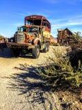 Доработанные тележка и здание шины армии Стоковое Фото