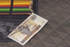 Дорогая тема школы, случай карандаша с польскими деньгами Стоковое Изображение