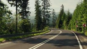 Дорога автомобиля красивого леса гор Tatra curvy акции видеоматериалы