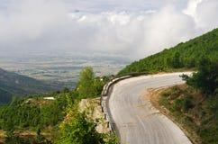 Дорога асфальта в горах стоковые изображения