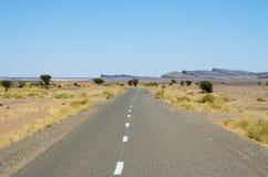 Дорога асфальта в Марокко стоковые фото