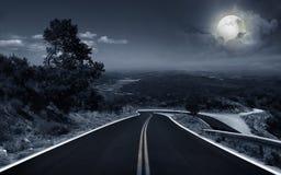 Дорога асфальта на ноче Стоковые Фото