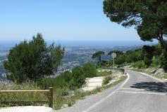 Дорога асфальта от Mont Faron Тулона Франции Стоковая Фотография RF