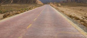 Дорога вперед к небу красивой горы славному стоковое фото