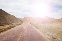 Дорога вперед к небу красивой горы славному стоковая фотография