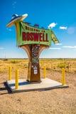 Дорога входа идя к Roswell, Неш-Мексико стоковые фото