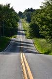 Дорога вымощенная замоткой сельская Стоковые Фотографии RF