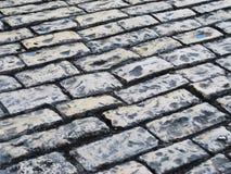 Дорога выровнянная с камнями Стоковые Фотографии RF