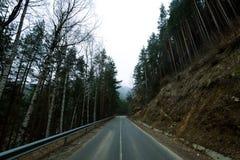 Дорога в горах на заходе солнца Стоковые Изображения