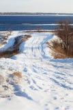 Дорога в зиме к реке Стоковое фото RF