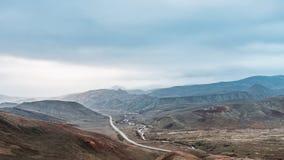 Дорога в зоне гор стоковая фотография