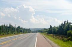 Дорога в накидке национального парка гористых местностей бретонца стоковое фото rf