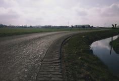 Дорога в обрабатываемой земле Стоковые Изображения