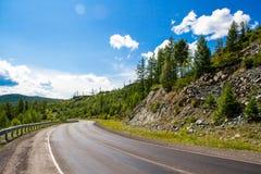 Дорога в долине горы Стоковые Изображения RF