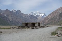 Дорога в долину Zanskar, Ladakh, Индию Стоковое фото RF
