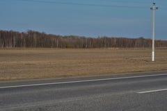 Дорога вдоль леса Стоковая Фотография RF