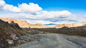 дорога в поле лавы Laugahraun вулканическом в Исландии Стоковые Изображения RF