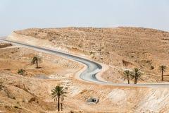 Дорога в пустыне Сахары, ландшафте Туниса, Африки стоковое фото rf