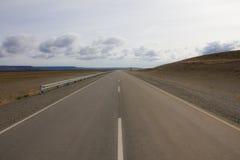 Дорога в середине пустыни Стоковое Изображение