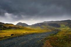 Дорога в туманных горах стоковое фото rf