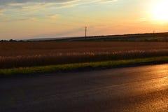 Дорога в лучах спада стоковое фото