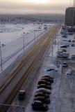 Дорога в улице зимы северной Вечер, заход солнца Стоковое Изображение RF