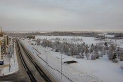 Дорога в улице зимы северной вечер Стоковое Изображение RF