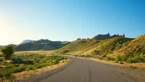 Дорога в холмы Вайоминга Стоковая Фотография