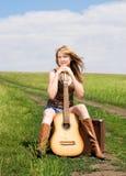 дорога гитары девушки Стоковые Изображения RF