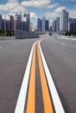 дорога города к Стоковые Фото
