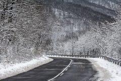Дорога горы в зиме Стоковые Фото