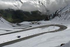 дорога горы в июле стоковая фотография