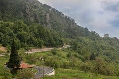 Дорога горы идя к гребню Стоковое Фото