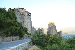 Дорога горы между утесами стоковые фото